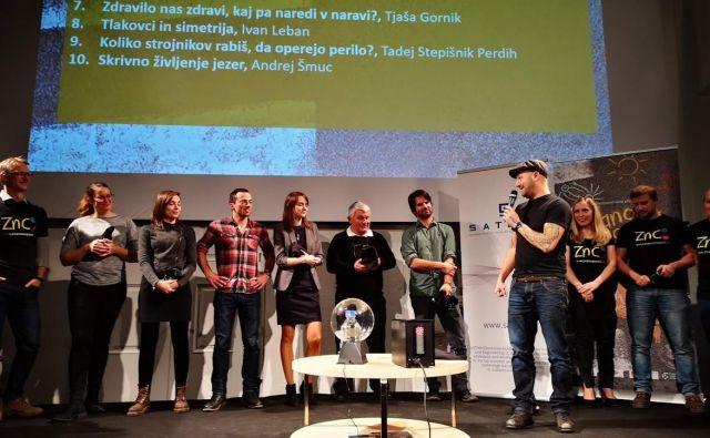 Raziskovalci pred občinstvom razbijajo mit o nedostopni in nerazumljivi znanosti. Foto Saša Novak