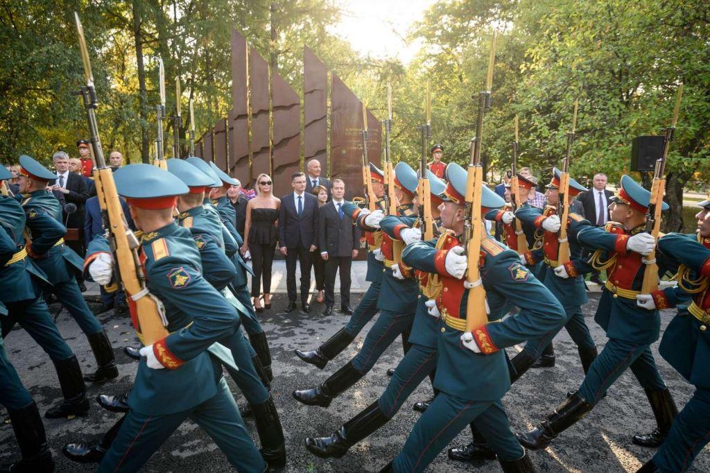 FOTO:Kako drago bomo plačali dobre odnose z Rusijo