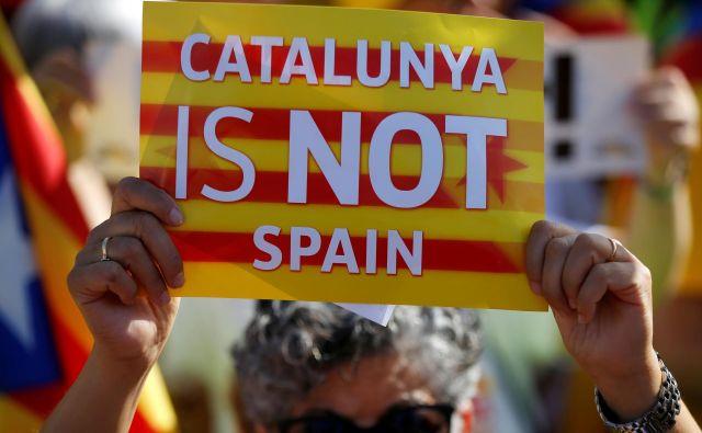 Znani slogan o Kataloniji, ki da ni Španija. Foto: Reuters