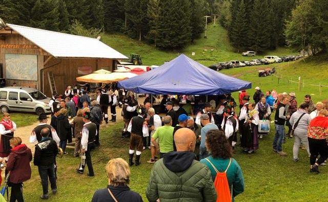 Ovčarski bal je bil simboličen začetek projekta ponovne oživitve smučišča Zatrnik. FOTO: Ana Bajec