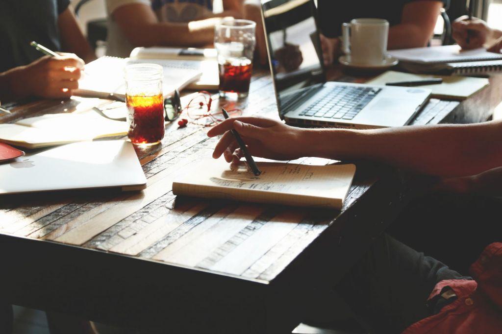 Napredovanje in prihranek časa – je izredni študij pravi odgovor?