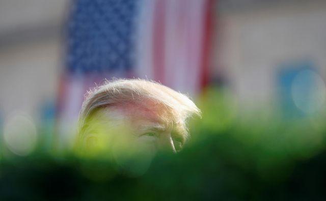 »Velika zmaga meje na vrhovnem sodišču ZDA okrog azila,« je tvitnil Trump. FOTO: Kevin Lamarque/Reuters