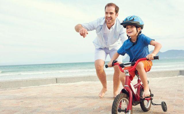 Pri učenju vožnje s kolesom se moramo zavedati, da ni vprašanje, če bo otrok padel, ampak kdaj bo padel. Foto: Shutterstock
