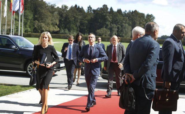 Čeprav vlada v prvem letu ni pokazala veliko, se je javnomnenjska podpora od njenega nastopa do zdaj še povišala. FOTO: Leon Vidic/Delo