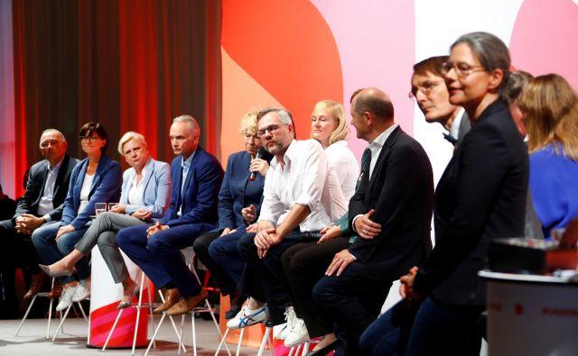V stranki so se odločili, da bodo nov predsedniški par izbrali po 23 javnih predstavitvah na regionalnih konferencah. Foto Reuters