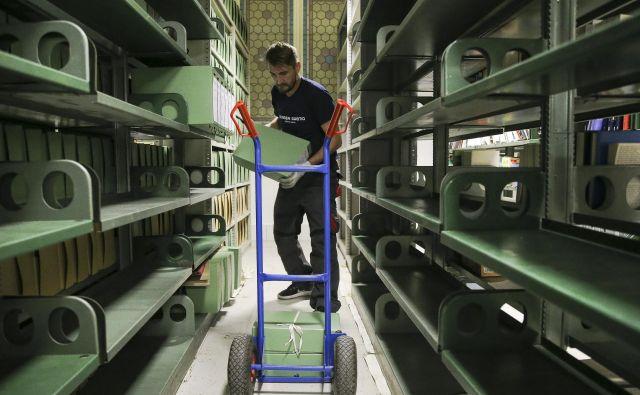 Selitev arhiva ni tako preprosta kot selitev pohištva. Foto Jože Suhadolnik