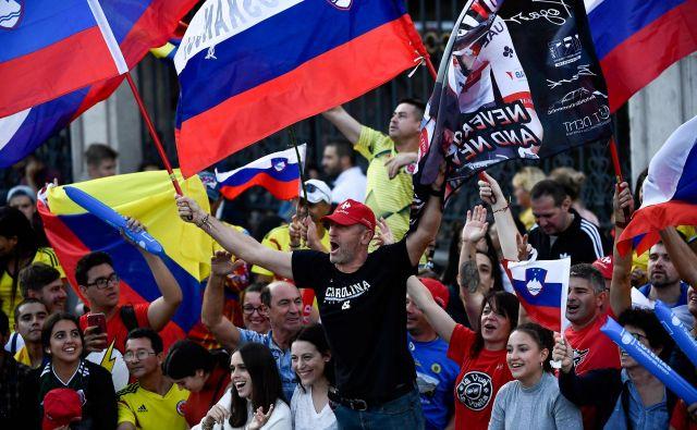 Trg Cibeles so preplavili slovenski navijači. FOTO: AFP