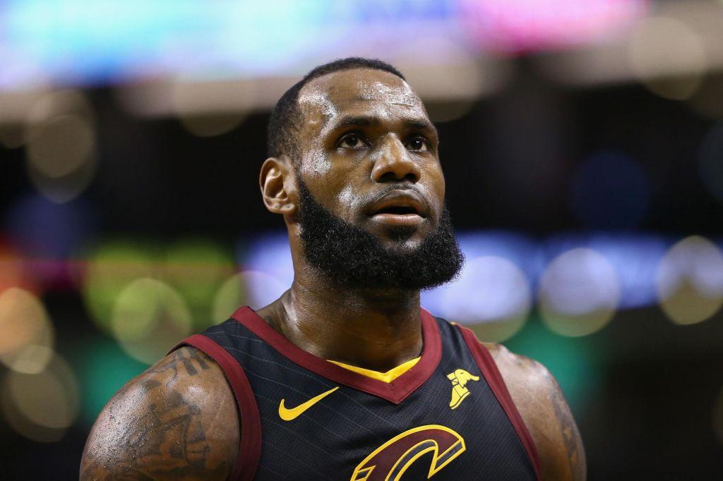 LeBron James za plačilo športnikom študentom