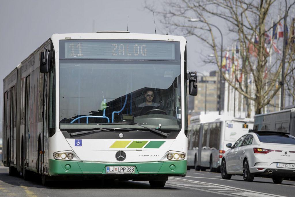Policisti pri prijetju ugrabitelja avtobusa ravnali zakonito, umrl je zaradi odpovedi srca