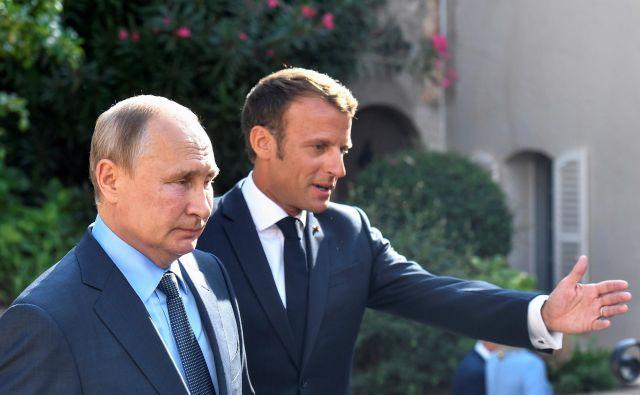 Macron je prepričan, da je treba »na novo razmisliti o odnosu z Rusijo«. Foto Reuters