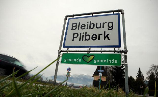 Na avstrijskem Koroškem bi moralo stati vsaj še sto dvojezičnih tabel več. Foto Voranc Vogel