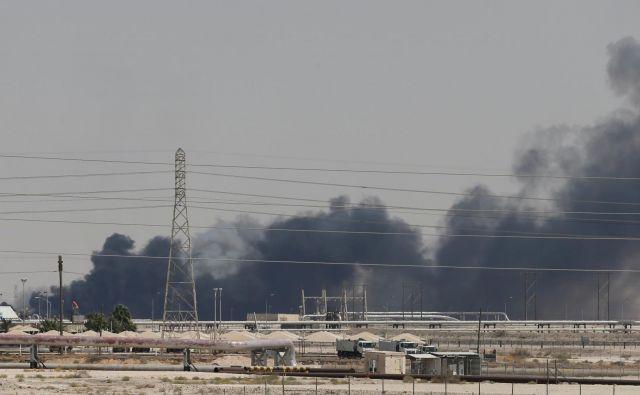 Dim se širi nad Bikajkom v Savdski Arabiji. Foto Reuters