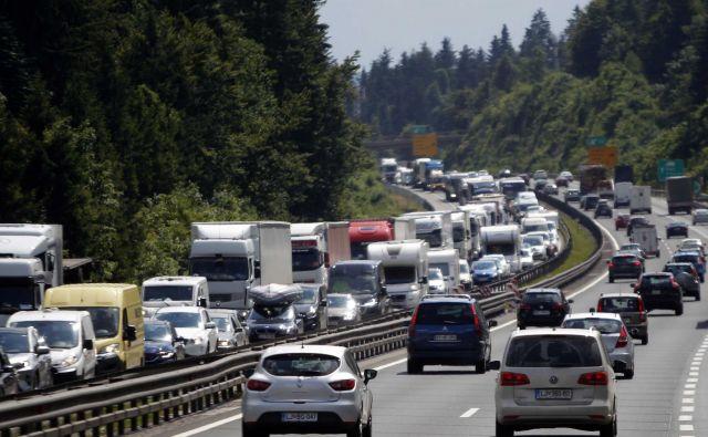 Zastoji na primorski avtocesti. FOTO: Mavric Pivk/Delo