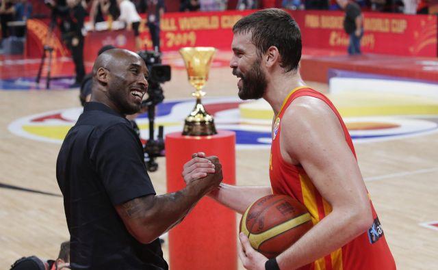 Zvezdniku španske reprezentance Marcu Gasolu je čestital tudi legendarni Kobe Bryant, eden od ambasadorjev letošnjega SP. FOTO: Reuters