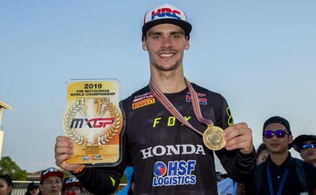 Svetovni prvak Tim Gajser je na finalu sezone na Kitajskem za naslov prejel zlato kolajno in zlato številko. FOTO: HRC