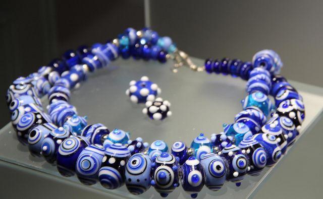 Stekleni nakit Antonije Gospić Fotografije Simona Fajfar