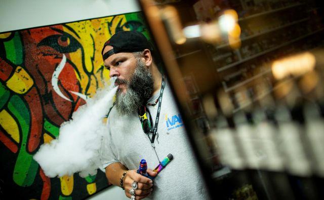 V New Yorku bodo prepovedani skoraj vsi okusi elektronskih cigaret. FOTO: Eduardo Munoz/Reuters