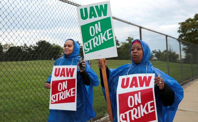 Okrog 50.000 delavcev General Motors je danes začelo stavkati. FOTO: Rebecca Cook/Reuters