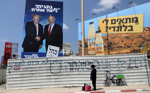 Po predvolilnih napovedih sta Netanjahujev Likud in sredinsko modro-belo zavezništvo tudi tokrat precej izenačena. FOTO: Reuters