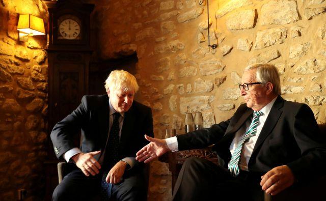 Juncker je Johnsona sprejel na domačem terenu, v Luxembourgu. FOTO: Reuters