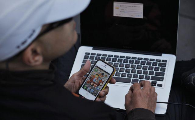 Spletnih domen z najgrozljivejšimi posnetki ni na slovenskih strežnikih, zato ima policija večkrat zvezane roke pri zaščiti žrtev. Foto Reuters