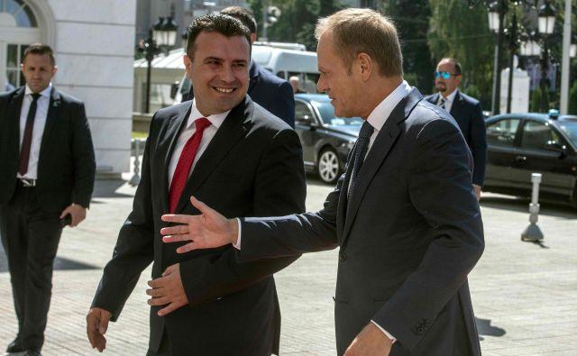 Zaev je obljubil Tusku, da bo država ostala zavezana vladavini prava. FOTO: Robert Atanasovski/AFP