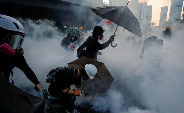 Policija je v stotih dneh aretirala več kot 1400 aktivistov, vlada je ponudila dialog, a so že za prihodnji konec tedna napovedane nove demonstracije. FOTO: Reuters