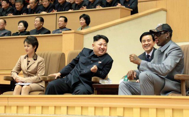 Kim Džong Un si želi priti v ZDA. Zato ker si želi prerezati vrv, ki njegovo deželo povezuje z revščino. In to je dovolj za ugotovitev, ki je precej bolj smiselna, kot to lahko pojasni Dennis.FOTO: Reuters