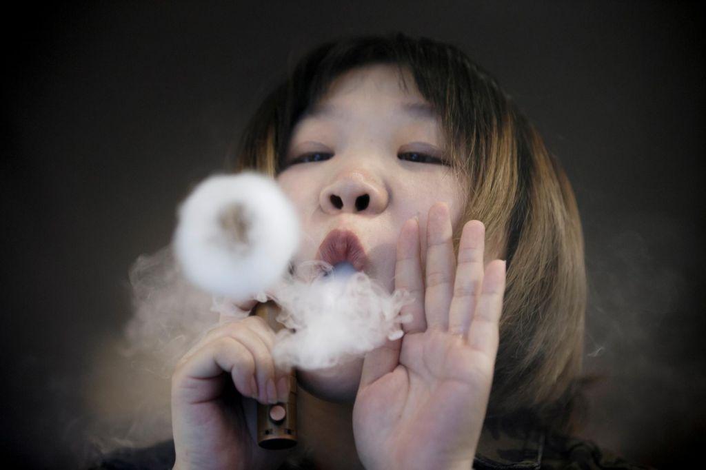 Proti elektronskim cigaretam bo ukrepala tudi Kalifornija
