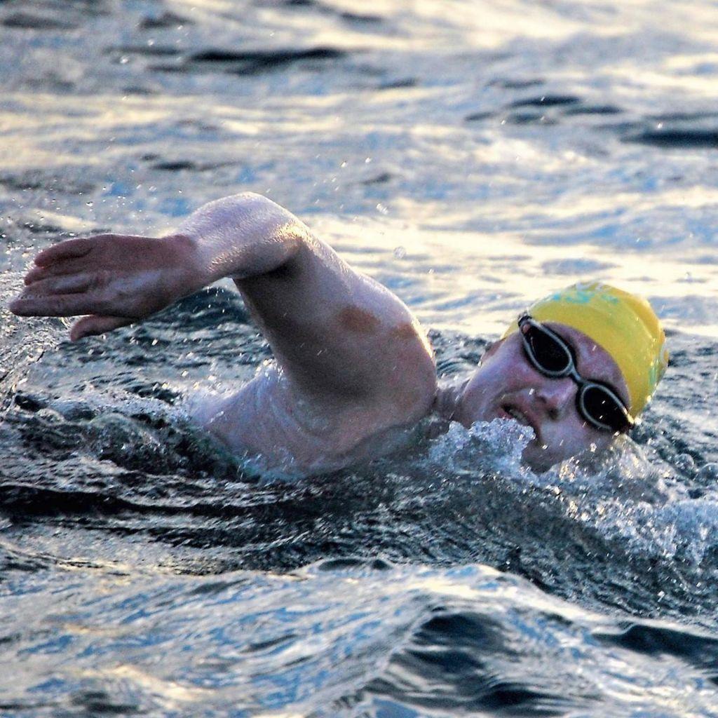 Sarah Thomas kot prva štirikrat preplavala Rokavski preliv