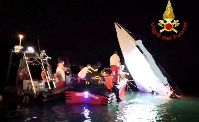 Nesreča dirkalnega čolna se je zgodila pri hitrosti 148 kilometrov na uro. FOTO: Firebrigade Handout via Reuters