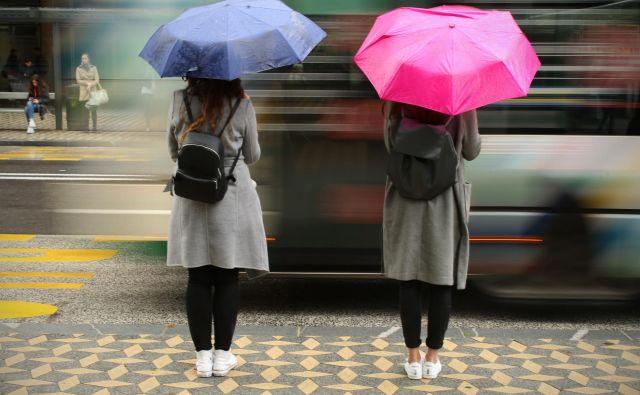 Glavni uporabniki javnega prometa so mladi in starejši. Foto Jure Eržen