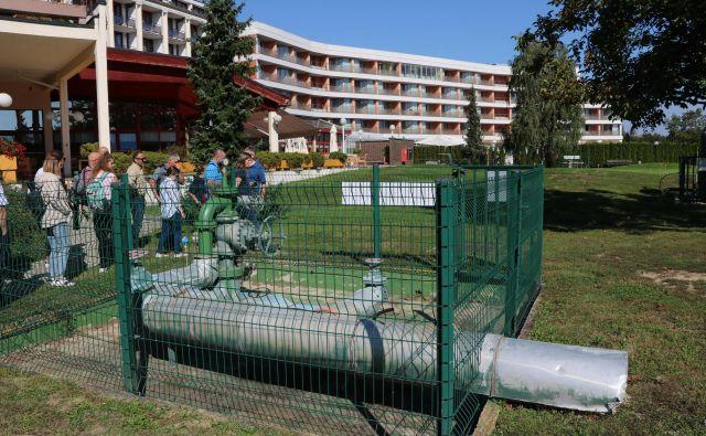 V Termah 3000 kaskadno izkoriščajo energijo iz štirih vrtin za ogrevanje hotelov, za bazene in za bližnji rastlinjak. FOTO: Jože Pojbič/Delo