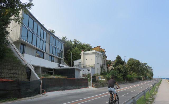V podjetju Re-sport načrtujejo, da bo njihov stanovanjsko-poslovni objekt nared do prihodnje poletne sezone. Foto Nataša Čepar