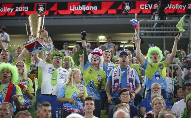 Na tekmi med Slovenijo in Rusijo so bile Stožice razprodane. Bučali so glasovi več kot 12.000 ljudi. FOTO: Jože Suhadolnik