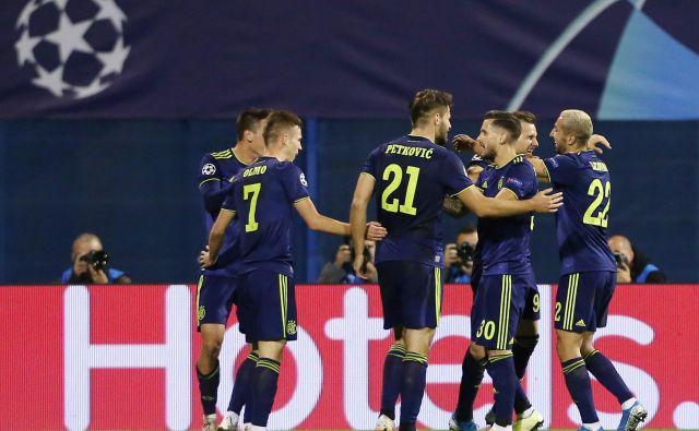 Dinamo je zabil Atalanti v prvem polčasu zagrebške tekme kar tri gole, dva je zrežiral Petar Stojanović (drugi z desne).FOTO: Reuters