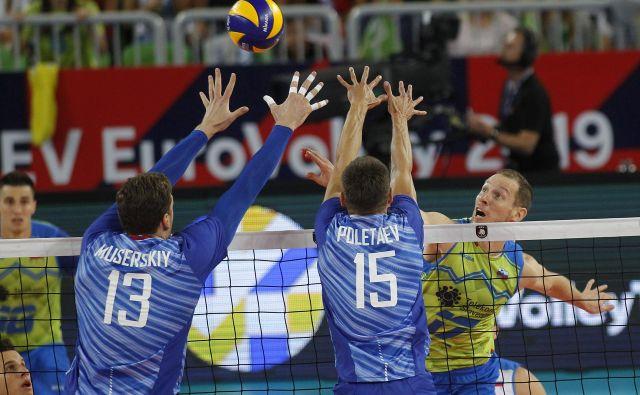 Tine Urnaut je spet igral kot velikan, a Rusi so bili tokrat razred zase. FOTO: Mavric Pivk/Delo
