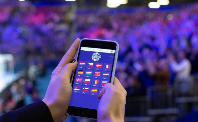 Aplikacija na pametnem telefonu. Foto: Jure Eržen/Delo