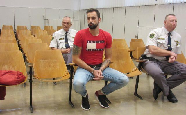 Anže Jelen trdi, da ga pri ropih ni bilo, enako trdi večina že obsojenih. FOTO: Špela Kuralt/Delo