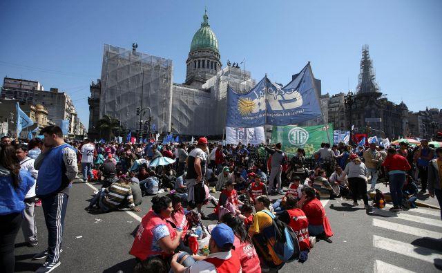 Protesti so stalnica na ulicah prestolnice Buenos Aires. FOTO: Agustin Marcarian/Reuters