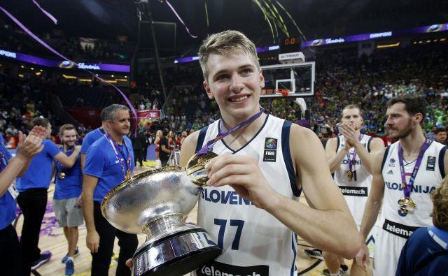 Slovenski košarkarji (na fotografiji Luka Dončić) se bodo vendarle borili za nastop na olimpijskih igrah prihodnje leto v Tokiu. FOTO: Blaž Samec