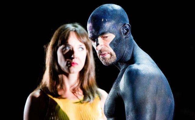 Glavni igralec Mislav Čavajda (na fotografiji z vaje v vlogi Kreona) je v noči na sredo imel prometno nesrečo, zato so jutrišnjo praizvedbo Žižkove drame <em>Antigona</em> v Hrvaškem narodnem gledališču odpovedali. FOTO: HNK