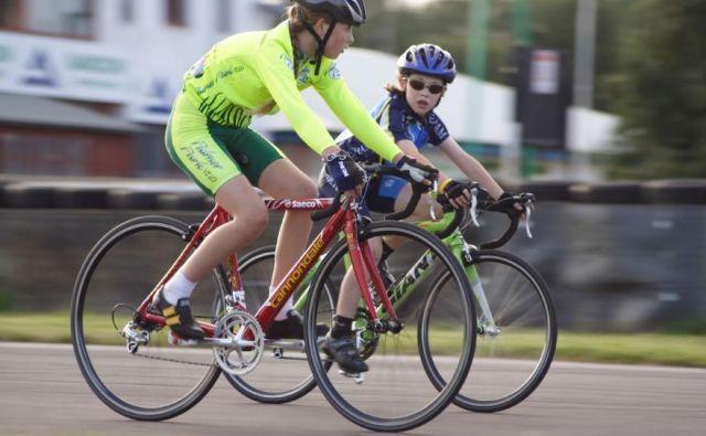 Zdaj morajo odrasli le še izgraditi primerne kolesarske steze in pasove, pa pazljivo voziti povsod, kjer so na poti mladi kolesarji. Foto: D.A.
