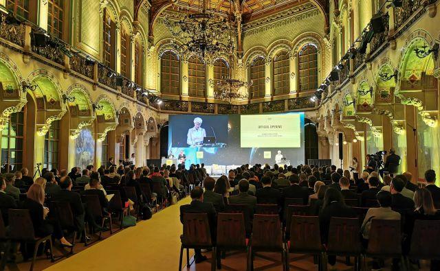 Čeprav je bila konferenca vrhunsko organizirana, se zdi, da ljudi še vedno bolj zanimajo tehnološke naprave kot njihov vpliv na družbo. Foto Lucijan Zalokar