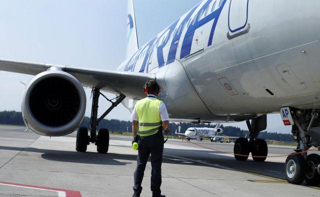Zmanjšanje flote zaradi zasega letal bi Adrii Airways povzročilo težave ne le zaradi odpovedi lastnih letov, ampak bi lahko prizadelo tudi operacije, ki jih Adrijine posadke izvajajo za tuje letalske družbe (ACMI). FOTO: Matej Družnik/Delo