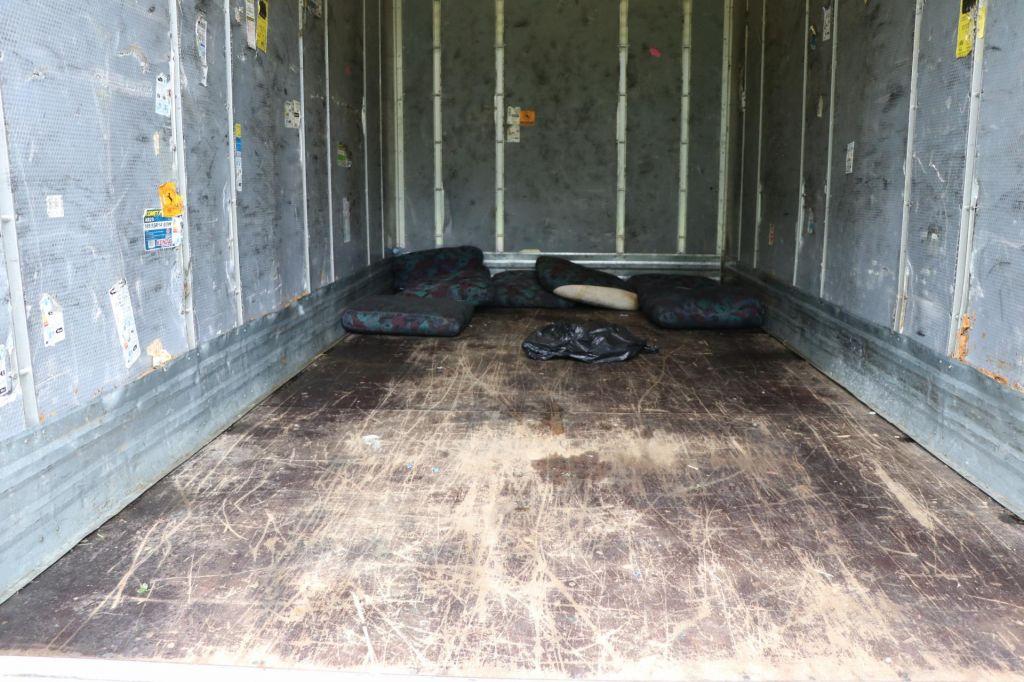 V tovornem vozilu se je skrivalo 35 nelegalnih prebežnikov