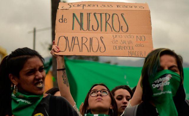 Ekvadorski podporniki pravice do izbire so se, enako kot njihovi argentinski kolegi, odeli v zelene rutice. FOTO: Rodrigo Buendia/AFP