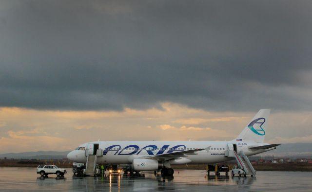 Adria Airways se sooča z zahtevnimi poslovnimi razmeram, pravijo v prevozniku. FOTO: Jože Suhadolnik/Delo