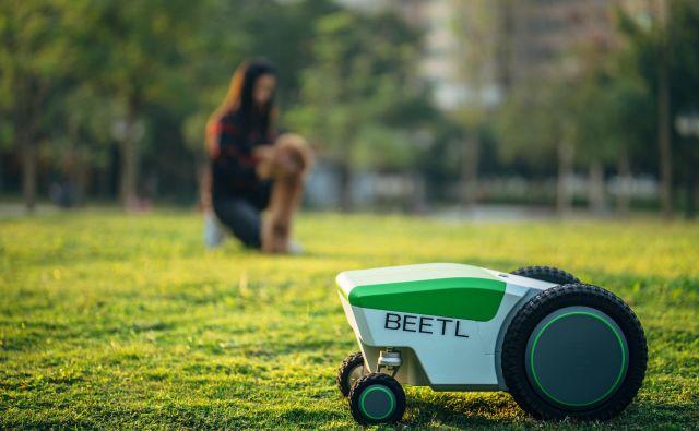 Beetl uporablja kamero in posebno tehnologijo, s katero zazna in nato pobere pasji iztrebek. FOTO: beetl.co