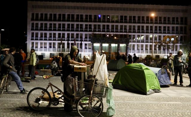 Protestno spanje pred parlamentom FOTO: Voranc Vogel/Delo